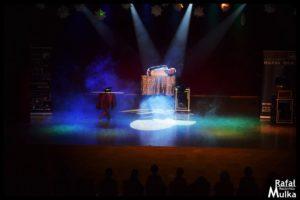 magiczny trik iluzjonista rafal mulka