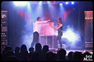 magiczne show iluzjonista